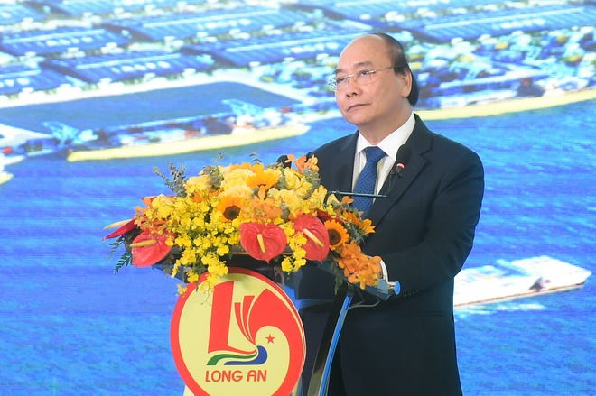 Thủ tướng Nguyễn Xuân Phúc trong chuyến ghé thăm KCN Cầu Cảng Phước Đông
