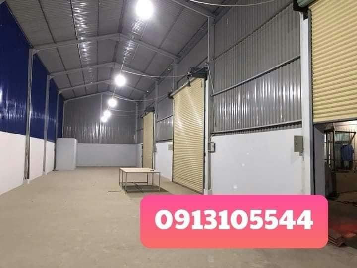 Kho xưởng cho thuê - 300m2 -  giá rẻ gần vòng xoay An Phú.